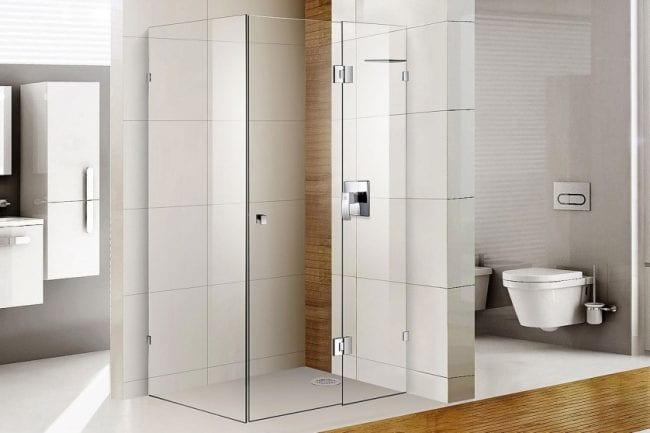 Shower glass installed in a luxurious bathroom